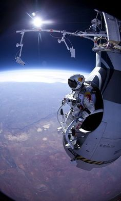 Skydiver Felix Baumgartner - Technology News - SINA English