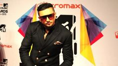 An array of Bollywood stars to perform at IPL opening ceremony The opening ceremony of the cash-rich Indian Premier League (IPL) 2016 will witness a host of Bollywood and international stars performing, including Ranveer Singh, Jacqueline Fernandes, Katrina Kaif and Yo Yo Honey Singh along with American singer Chris Brown and musical group Major Lazer.