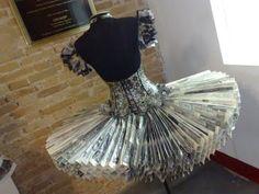 Vestido bailarina, produzido de jornal, desenvolvido pelo estilista Ederson Ventura.