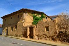 Construcción de adobe. Cea (León, España).