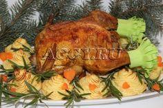 Цыпленок, запеченный с яблоками с картофельными гнездами