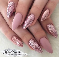 10 elegant rose gold nail designs you should try . - 10 elegant rose gold nail designs you should try must - Rose Nail Art, Rose Gold Nails, Pink Glitter Nails, Matte Pink Nails, Glittery Acrylic Nails, Acrylic Nails Chrome, Gold Sparkle Nails, Gliter Nails, Pink Chrome Nails