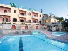 Hotel Oasis is een typisch gezellig Grieks hotel met een een prachtig uitzicht op zee. Alle kamers beschikken over een balkon met zeezicht. Hier wordt u hartelijk en gastvrij ontvangen door twee broers die het hotel runnen.    Het hotel beschikt over een prachtig openluchtzwembad en heeft een zeer goede prijs-/kwaliteitverhouding. De heerlijke maaltijden worden bereid door de eigenaresse zelf.    Het zandstrand ligt op ca. 350 m en is makkelijk te bereiken.  Officiële categorie
