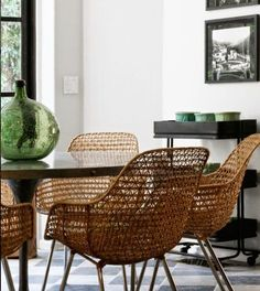 Kitchen chairs in rattan.
