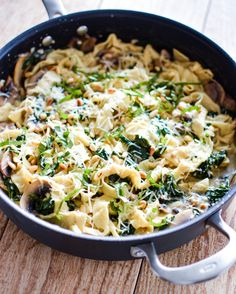 Recipe for Mushroom and Spinach Pappardelle Pasta with White Wine Cream Sauce. Dinner is served! | www.cookingandbeer.com