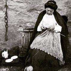 Old ancestry visit genealogy Scottish family history photograph image of a crofter knitting outside her cottage on Fair Isle, Scotland Vintage Knitting, Lace Knitting, Knitting Stitches, Knitting Patterns, Stitch Patterns, Textiles, Motif Fair Isle, Art Du Fil, Knit Art