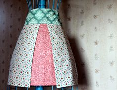 Fabric Envy: Four Fat Quarter Apron Tutorial from Maureen Cracknell Handmade Sewing Hacks, Sewing Tutorials, Sewing Patterns, Sewing Ideas, Apron Patterns, Fabric Crafts, Sewing Crafts, Sewing Projects, Sewing Aprons