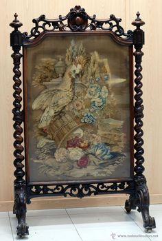 Paravant chimenea madera caoba torneada y tela bordada petit point motivo cacatúa y flores - Foto 1