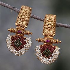 Jewelry OFF! 10 Places to Shop Artificial Jewellery Online Indian Jewelry Earrings, Indian Jewelry Sets, Jewelry Design Earrings, Gold Earrings Designs, Antique Earrings, Necklace Designs, Indian Gold Jewellery, Pendant Jewelry, Antique Jewellery Designs