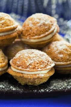 Arabic Dessert, Arabic Sweets, Arabic Food, Homemade Sweets, Indian Dessert Recipes, Small Desserts, Czech Recipes, Four, Plated Desserts
