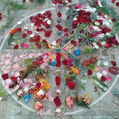 Hoy es buen día para recordar y agradecer a la gran mujer que me dio la vida en este plano.  Con esta foto  rememorando ese evento de mujeres @mujermandala honro a mi madre y también felicito a todos los médicos en su día  Namaste  #goodvibes #goodmorning #buenosdias #gratitud #gratitude #mandala #flowercloseup #flower #mandala #flores #Namaste #zen #buddhism