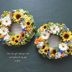 iri flores(イリフローレス)さんはInstagramを利用しています:「Happy wedding! ・ 贈呈用のペアリース(造花)です。 新郎新婦様へ直接お渡ししました♡ ・ 「私も自分用にほしいくらいです!」と気に入っていただき、大変嬉しかったです。 ・ 生花のブーケには、 ひまわり・ガーベラ・かすみ草を使用するとのこと。…」