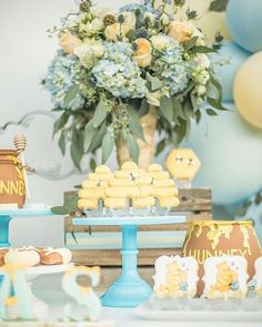 ▷ 1001 + ideas for unique baby shower themes for boys ▷ 1001 + ideas for unique baby shower themes for boys blue and yellow flower bouquets, honey pots and cookies, baby shower party ideas, blue cake stand - Cadeau Baby Shower, Idee Baby Shower, Baby Boy Shower, Baby Shower Yellow, Winnie The Pooh Themes, Winnie The Pooh Birthday, Winnie The Pooh Nursery, Vintage Winnie The Pooh, Shower Party