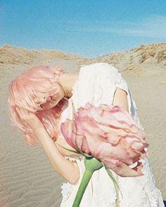 いいね!198件、コメント1件 ― 計良 宏文/Hirofumi Keraさん(@hirofumikera)のInstagramアカウント: 「花椿 夏号 表紙&巻頭特集のヘアメークを担当しました。 #花椿 #hanatsubaki #夏号 #pink #ピンク Model #新木優子 #yukoaraki Photo #奥山由之…」