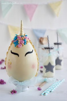 Como hacer huevos de pascua de chocolate blanco con decoración de unicornio. Chocolate Spoons, Easter Chocolate, Chocolate Bark, Chocolate Blanco, Sugar Eggs For Easter, Easter Candy, 10 Birthday Cake, Pinata Cake, Chocolate Sculptures