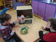 spelen met kip en kuikens