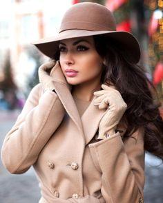❤One Rare Treasure❤ Fashion Beauty, Womens Fashion, Cute Hats, Girl With Hat, Winter Looks, Street Chic, Look Cool, Women's Fashion Dresses, Business Women