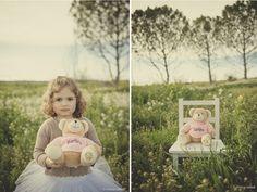 Mònica Carrera - Fotografía de boda a Lleida y destino- foto de niños- niña en el campo con flores