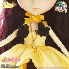 Accessories: Necklace, Anklet, Doll Stand / Set Contents: Choker, One-Piece Dress, Petticoat, Necklace, Anklet / Feeling: If I am real girl..... I can become Princess for you...Feel Like So. / What's LUNA - Princess KAGUYA:The Lover of Princess KAGUYA short story was the basis for the Sailor Moon S Movie,which follows the story of LUNA as she falls in love with the astronaut Oozora Kakeru.