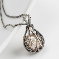 2/03/2017 10:30am - 2:00pm Sarah Thompson Dew Drop Pendant: Tucson Jewelry Making Classes | 2016 JOGS Gem and Mineral Show Jewelry Classes A great beginner