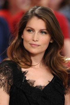 Honorée et choyée, le mannequin et actrice française Laetitia Casta est encore sur le devant de la scène.