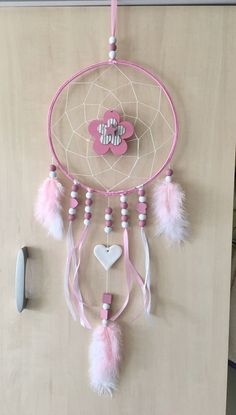 Capteur de rêves, capteur de rêves ou capteur de rêves - #capteur #rêves Dream Catcher Mobile, Dream Catcher Craft, Crafts To Sell, Diy And Crafts, Arts And Crafts, Sleepover Birthday Parties, Dollar Tree Decor, Homemade Crafts, Diy Wall Art