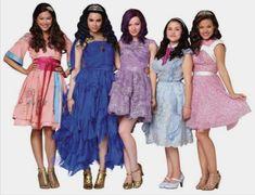 Dove Cameron Descendants, Descendants Wicked World, Disney Channel Movies, Disney Channel Descendants, Disney Descendants 3, Descendants Cast, Drizella Tremaine, Mal And Evie, Bridesmaid Dresses