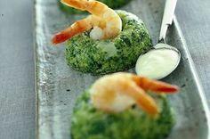 Budini caldi di broccoli con crema al limone e gamberi al vapore
