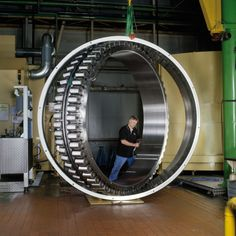 Outside diameter of Meters, an inner ring bore of Meters, and a ring width of The bearing incorporates 118 rollers, each weighing around In total, around 11 tons of steel have gone into producing the bearing. Marine Engineering, Engineering Technology, Mechanical Engineering, Industrial Machinery, Heavy Machinery, Machine Parts, Machine Tools, Metal Processing, Diesel