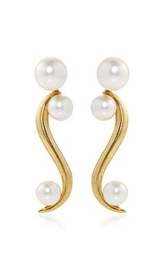 Sea Swirl Pearl Earrings by Oscar De La Renta - Preorder now on Moda Operandi India Jewelry, Pearl Jewelry, Jewelry Box, Jewelry Accessories, Fashion Accessories, Fine Jewelry, Jewelry Design, Fashion Jewelry, Women Jewelry