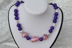 #Schmuck #Kette #Halsschmuck #lila #rosa #silber  Hier aus meiner Ketten-Edition ein zauberhaftes Unikat in lila. Ich habe Perlen in lila mit Rhomben aus Tibetsilber kombiniert. Die Kette wurde...