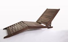 A Espreguiçadeira para Piscinas SUNSET é uma linda e inovadora Chaise para piscinas e jardins! É uma espreguiçadeira para áreas externas de madeira maciça DOBRÁVEL! Veja nas fotos e no vídeo https://youtu.be/ZLTxMwLIh2Y como esta cadeira para piscina