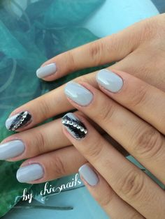 New shellac color!grey with feather & Swarovski! Join us!! Fb & Instagram:Chic.nails_bychristine