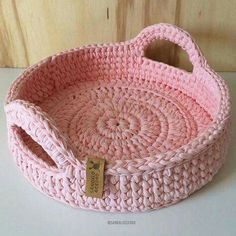 Crochet basket and wicker models for craftsmen Crochet Bowl, Crochet Basket Pattern, Knit Basket, Knit Or Crochet, Crochet Crafts, Crochet Stitches, Crochet Projects, Crochet Patterns, Crochet Baskets