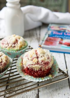 Red Velvet Cream Cheese Muffins - so pretty! i want to use these for a Christmas party and fill them with something sweet!