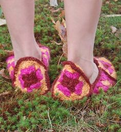 Whit's Knits: Granny Square Slippers - The Purl Bee - Knitting Crochet Sewing Embroidery Crafts Patterns and Ideas! Crochet Granny, Baby Blanket Crochet, Crochet Baby, Knit Crochet, Knitted Slippers, Slipper Socks, Baby Patterns, Crochet Patterns, Granny Square Slippers