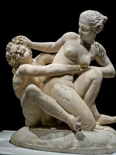 Ninfa tratando de escapar de un sátiro - Romano, segundo siglo de la CE;  copia del segundo o del siglo primero antes de Cristo griego original, encontrada cerca de Tivoli, Italia .:
