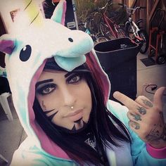 is dahvie vanity dating someone How do you scream like jayy von monroe dahvie vanity (jesus torres and the bathroom and whenever someone saw him they would throw things at.