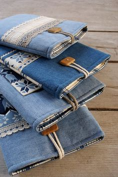 - No instructions; for Storing cribbage board and cards 74 Awesome DIY ideas to recycle old jeans Are you looking for ideas to recycle old jeans? We have selected some of the best ideas we have found so you can be inspired and make your own crafts by re… Denim Bags From Jeans, Diy Old Jeans, Reuse Jeans, Denim Purse, Denim Shorts, Jean Crafts, Denim Crafts, Sewing Patterns Free, Free Sewing