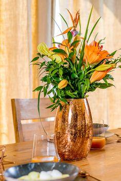 Puterea florilor: mai mult decât un simplu decor. Descoperă la Nobila Casa cele mai frumoase vaze pe care le poți așeza în interiorul tău! Vaze, Flower Power, Glass Vase, Interior, Home Decor, Decoration Home, Indoor, Room Decor, Interiors