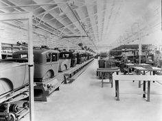 Long beach ford factory 1910 Vintage Cars, Vintage Photos, Antique Cars, Assembly Line, Lincoln Continental, Us Cars, Long Beach, Great Photos, Ford