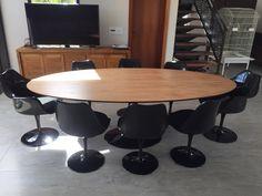 Mesa Oval Saarinen de 235 x 122cm, tampode madeira Cinamomo. Eames, Mesa Saarinen, Mesa Oval, Conference Table, Dining Room, Architecture, Furniture, Home Decor, Tulip Table