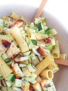 This flavor-packed pasta salad from Liz of www.thelemonbowl.com is loaded with juicy grilled chicken, crunchy vegetables and smoked mozzarella.