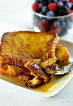 Lower Excess Fat Rooster Recipes That Basically Prime This French Toast Recipe Makes A Delicious Breakfast Or Brunch. Make This Simple, Yet Perfect French Toast Recipe That Everyone Will Love. Breakfast Dishes, Breakfast Recipes, East Breakfast Ideas, Perfect French Toast, Great French Toast Recipe, Making French Toast, Jai Faim, Brunch Recipes, Love Food