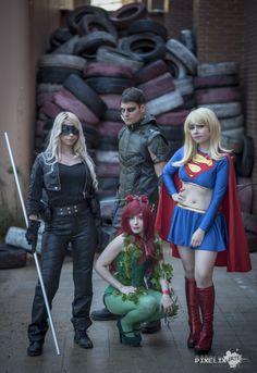 Aquí tenéis una grupal de super héroes de dc compuesto por los cosplayers Mike Valo como arrow, Aerien comoblack canaryy Leyda cosplay como Supergirl junto a Ainis Cosplay como la villana Poison…