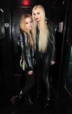 Avril Lavigne and Taylor Momsen of The Pretty Reckless! Pretty Reckless, Estilo Taylor Momsen, Taylor Momsen Style, Princesa Punk, Taylor Momson, Chica Dark, Heavy Metal Girl, Women Of Rock, Estilo Rock
