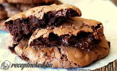 Outrageous chocolate cookies - these cookies are packed with chocolate and have amazing texture! Called outrageous chocolate cookies, these cookies definitely deserve their name for being outrageously attractive. Just Desserts, Delicious Desserts, Dessert Recipes, Yummy Food, Lunch Recipes, Cake Recipes, Chocolate Cookie Recipes, Chocolate Cookies, Brownie Cookies