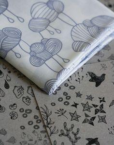 Weather Pattern Fabric  Grey on White  Small por LilaRubyKingShop