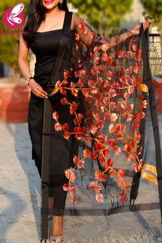 Dress Indian Style, Indian Fashion Dresses, Indian Designer Outfits, Churidar Designs, Kurta Designs Women, Designer Party Wear Dresses, Kurti Designs Party Wear, Simple Kurti Designs, Long Dress Design