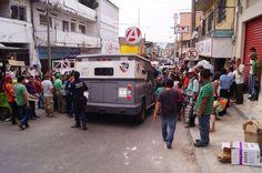 Camión de Valores se Quedo sin Frenos en la Bajada del Mercado Sebastián Escobar http://noticiasdechiapas.com.mx/nota.php?id=82604